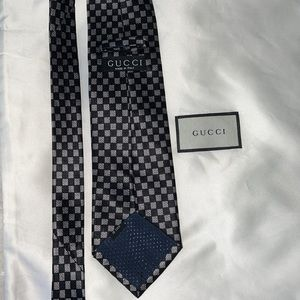 Gucci tie checkered tye business suit classy vintage GG silk grey black business